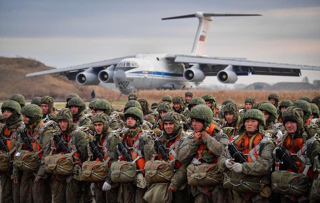Αερομεταφερόμενη μεραρχία στέλνει ο Πούτιν στη Σερβία