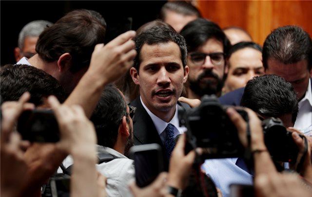 Η Ε.Ε. «προστατεύει» τον αρχηγό της αντιπολίτευσης της Βενεζουέλας Χουάν Γκουαϊδό