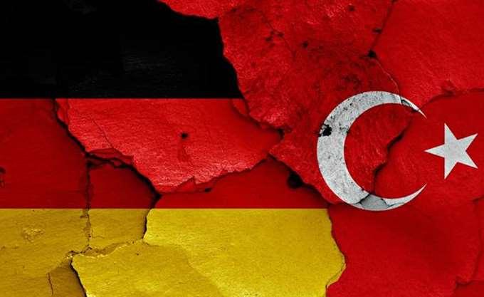 Νέα γερμανο-τουρκική κόντρα: Ο Ερντογάν απελαύνει Γερμανούς ρεπόρτερ από την Άγκυρα