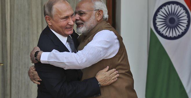 Νέο εργοστάσιο παραγωγής ρωσικών Καλάσνικοφ τύπου ΑΚ-203 ανοίγει τις πύλες του στην Ινδία