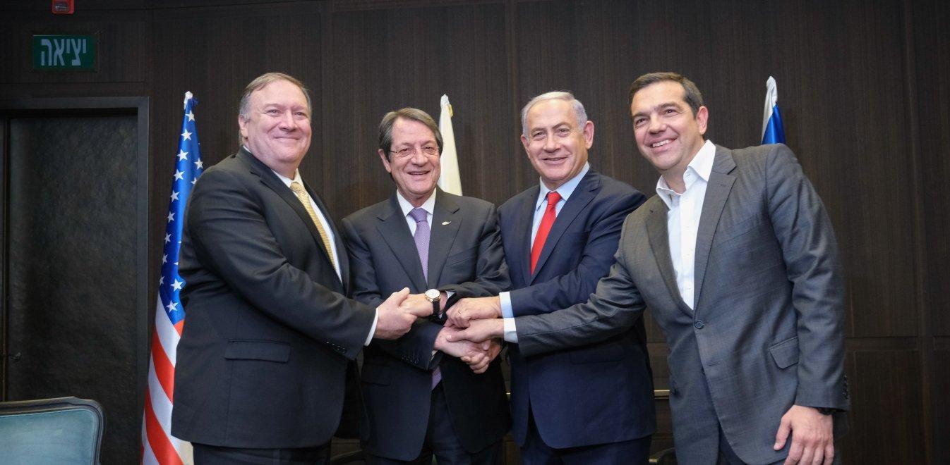 Handelsblatt: «Το έντονο φλερτ των ΗΠΑ με Ελλάδα και Κύπρο»