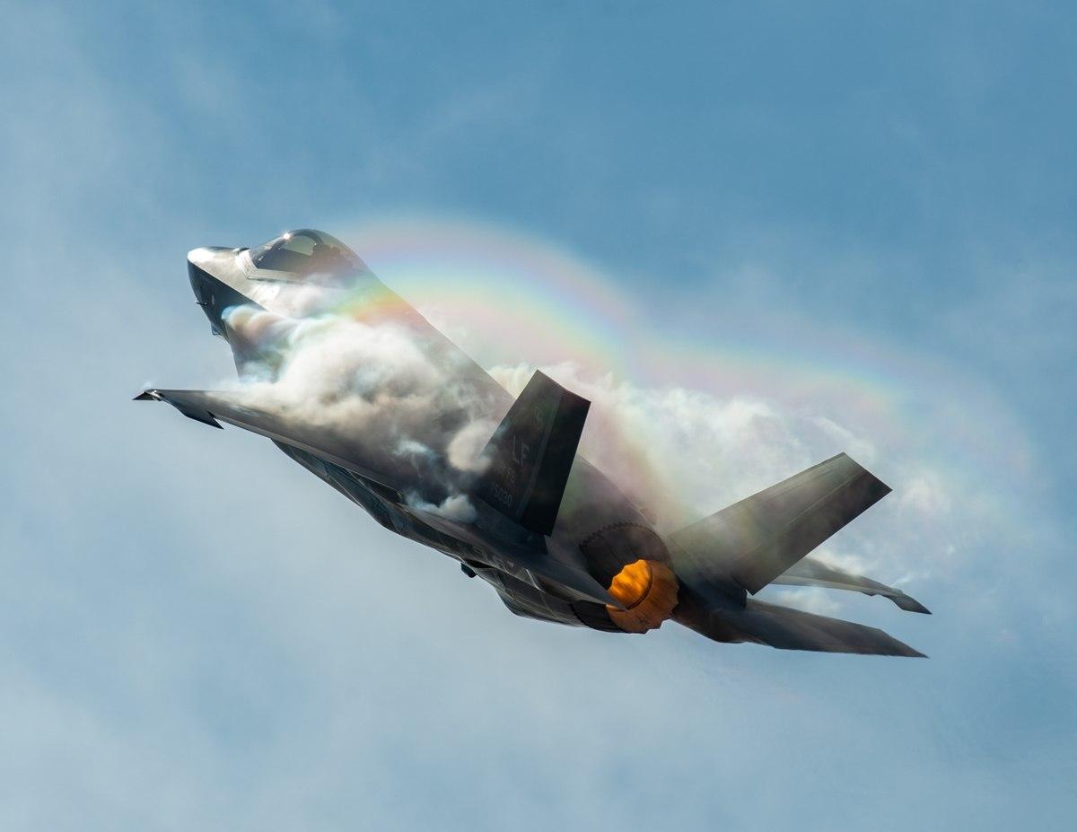 """Οι ΗΠΑ αναζητούν υποψήφιο """"αγοραστή"""" για τα F-35. Κλείνουν το """"μάτι"""" στην Ελλάδα"""
