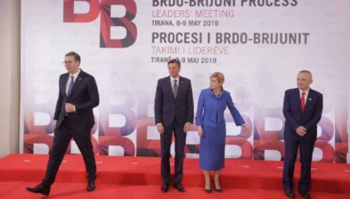 """Εκρηκτικό το κλίμα στη Βαλκάνια: Ο Πρόεδρος της Σερβίας Α. Βούτσιτς """"αρνήθηκε"""" να φωτογραφηθεί με τον Αλβανό Πρόεδρο"""