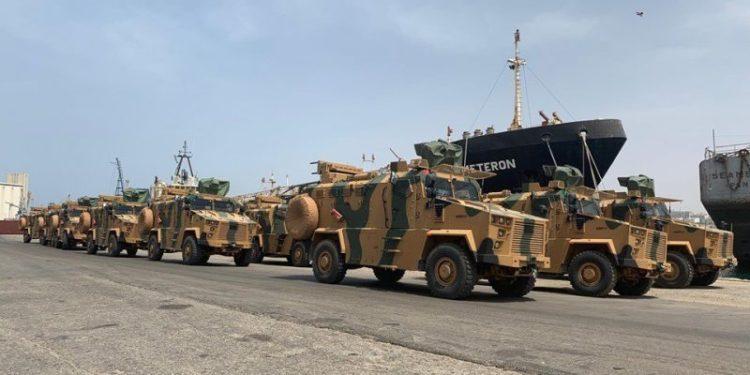 Οπλικούς εξοπλισμούς μεταφέρει «μυστικά» η Τουρκία στη Λιβύη