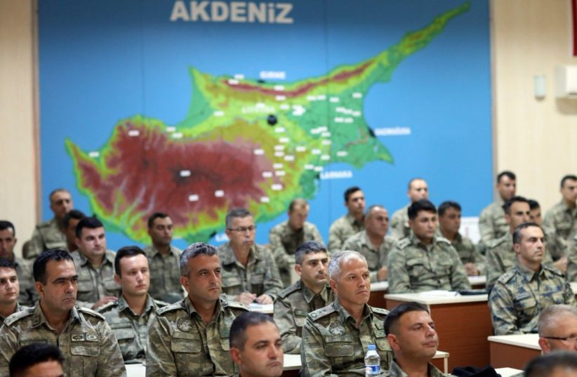 """Ο Χ. Ακάρ απειλεί με νέο """"Αττίλα"""" την Κύπρο, όπως το 1974 ..."""