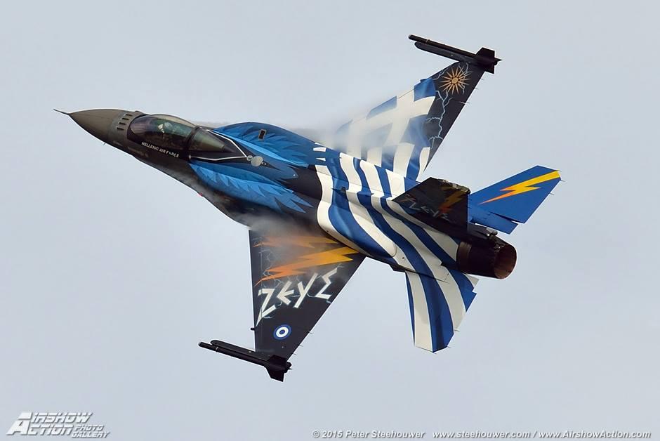 """Το """"μήνυμα"""" για την 28η Οκτωβρίου του Έλληνα πιλότου του F-16 που «έσκισε» τον ουρανό της Θεσσαλονίκης (Vid)"""