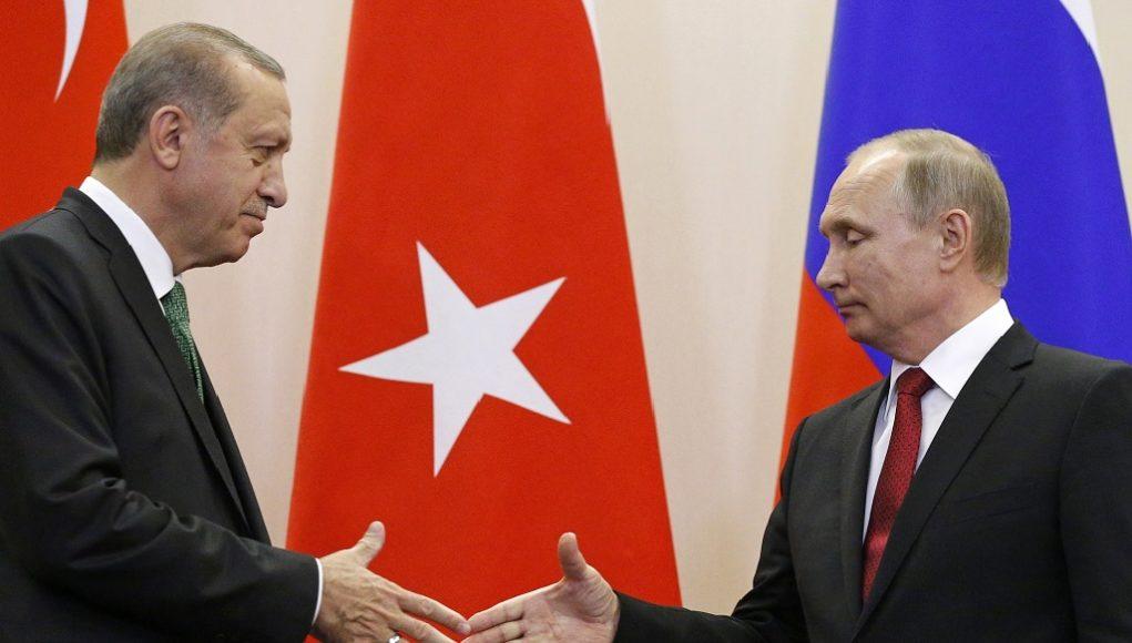 Η Ρωσία αναπτύσσει πρόσθετες δυνάμεις στη Συρία ύστερα από τις απειλές περί επανέναρξης της τουρκικής επιχείρησης