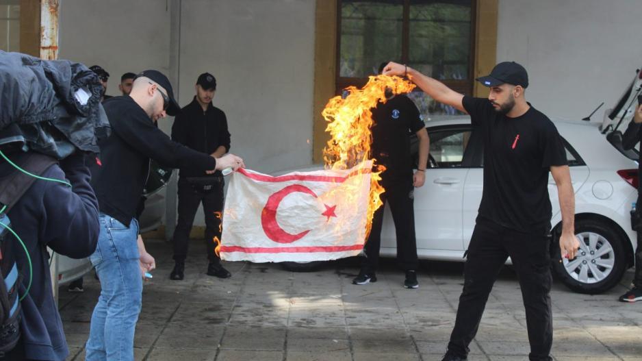 «Σε αναβρασμό στα κατεχόμενα για το κάψιμο της σημαίας του ψευδοκράτους από το ΕΛΑΜ…» (Vid)