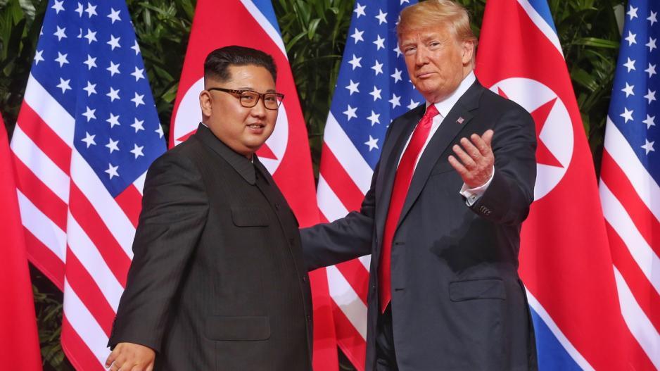 Οι ΗΠΑ αναβάλλουν τις στρατιωτικές ασκήσεις με τους Νοτιοκορεάτες προς ενίσχυση της ειρήνης με τον Κιμ Γιονγκ Ουν