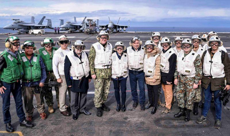 Ο Ζόραν Ζάεφ και Κεϊτ Μπερνς στο USS Harry S. Truman – Στήριξη των ΗΠΑ στα Σκόπια