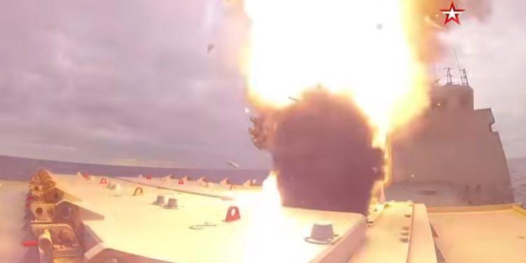 «Σείστηκε η γη» από τους πυραύλους Κalibr που εκτόξευσε ρωσική φρεγάτα (Vid)