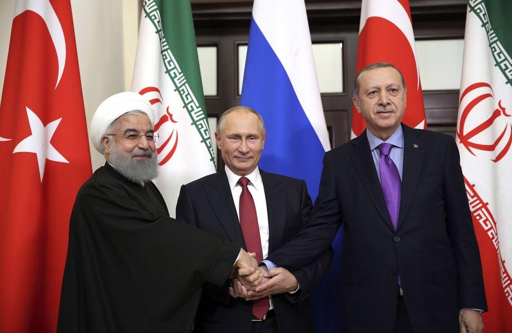 """Χασάν Ρουχανί: """"Το Ιράν & η Τουρκία πρέπει να ενώσουν τις δυνάμεις τους κατά των ΗΠΑ"""""""