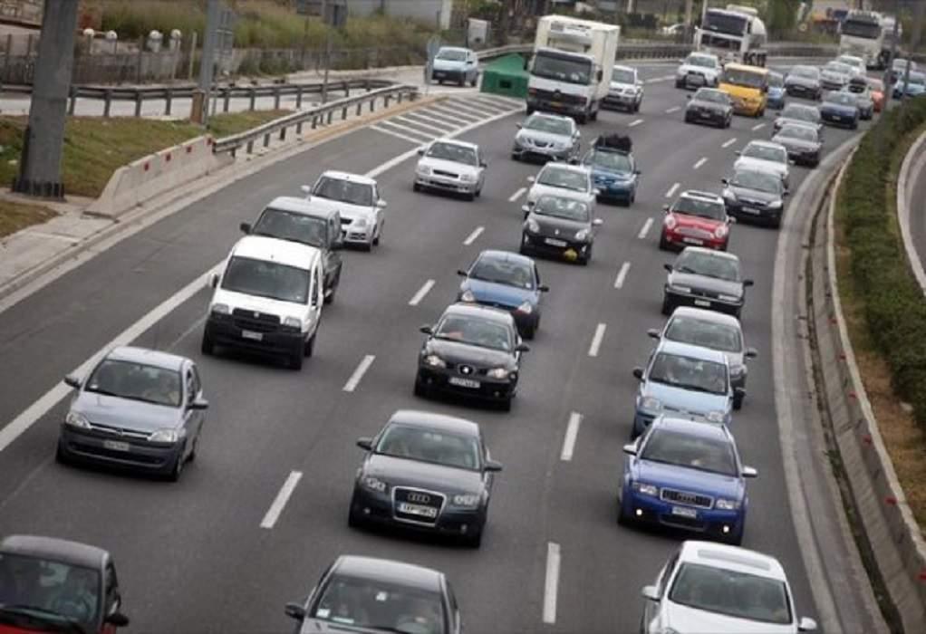 """Η ελληνική κυβέρνηση εξετάζει το σενάριο """"απαγόρευσης"""" της κυκλοφορίας με Ι.Χ. ανήμερα του Πάσχα"""