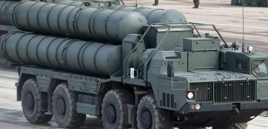 Μόσχα: Καραμπόλα αυτοκινήτων με όχημα φορέα πυραύλων S-400!