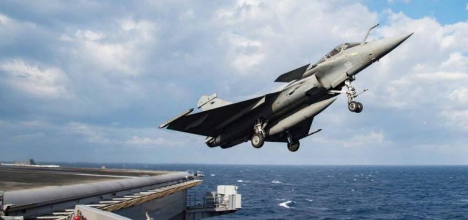"""Γαλλικό Ναυτικό: Μαχητικά Rafale """"χορεύουν"""" στον αέρα"""