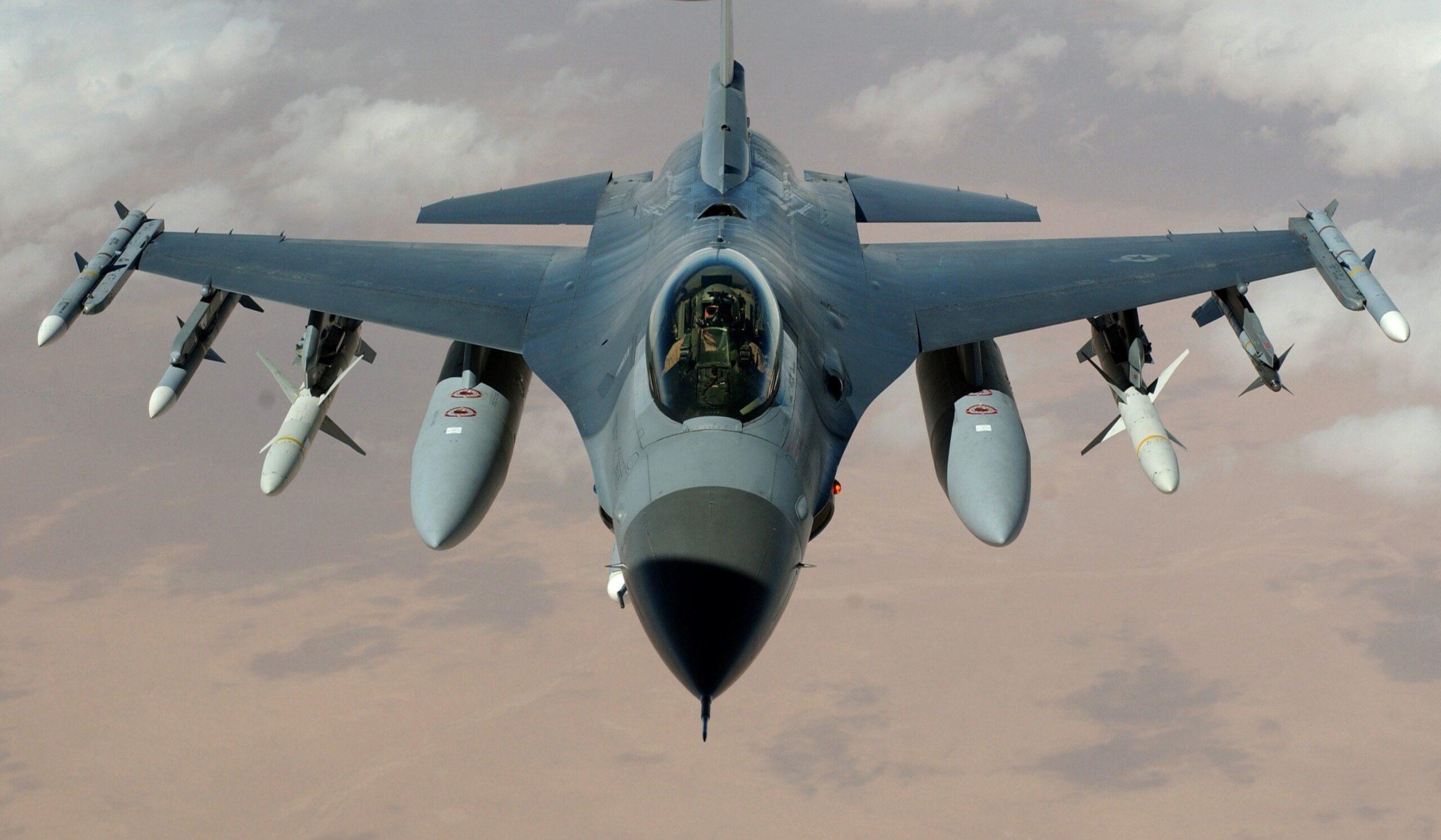 """""""Φτερό με φτερό"""" τα αμερικανικά μαχητικά F-15 με τα ελληνικά F-16"""
